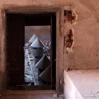 Průhled skrz dvojité dveře hvozdu, které musely dobře izolovat i těsnit.