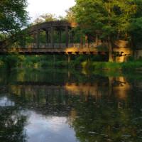 Most v původním stavu v květnu 2008. Strom na pravém břehu vzal za své.